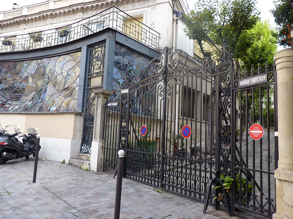 Avenue Frochot -- Alexandre Dumas and Victor Hugo lived here at one time. Toulouse-Lautrec had a studio at no. 15