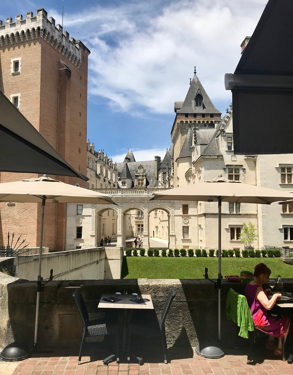I lunched at Les Amoureux, right across from Pau Chateau