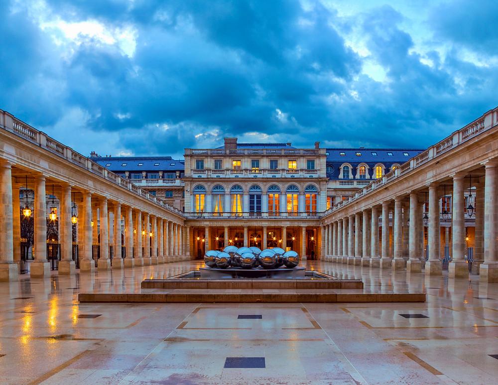 the art installation La Fontaine des Spheres at Palais Royal