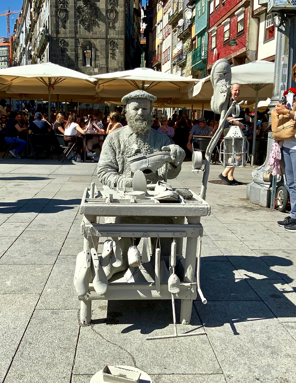 a street entertainer making like a statue in the Ribeira