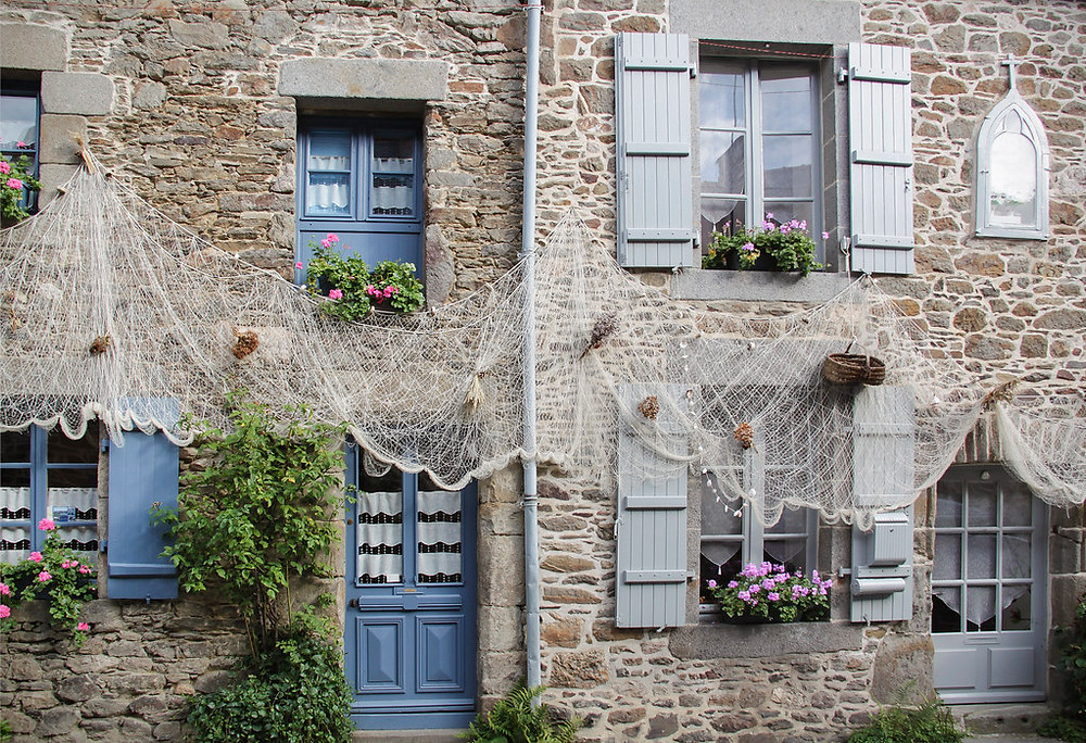 pretty stone homes in Saint-Suliac