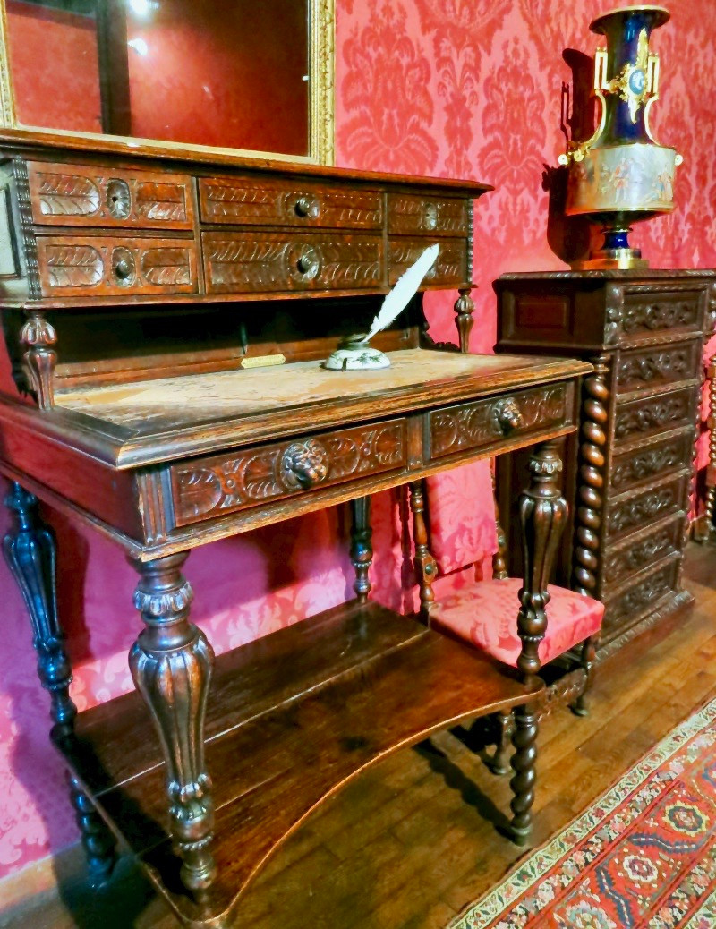 Victor Hugo's stand up writing desk