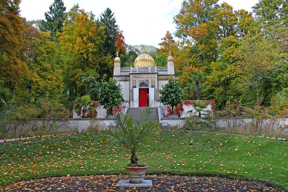 the gold domed Moorish Kiosk in the Linderhof Palace Gardens