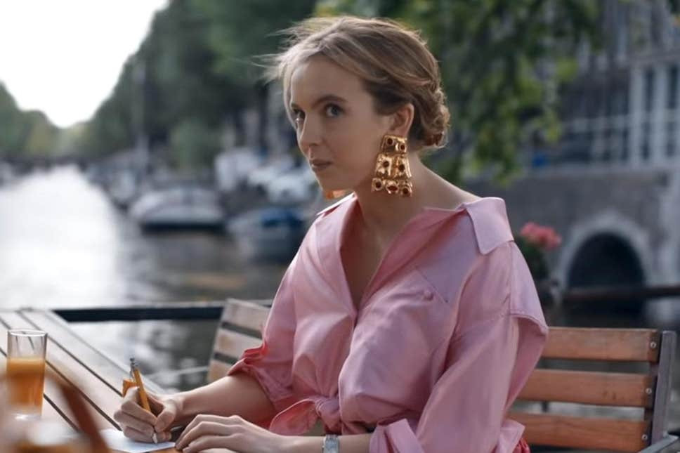 Villanelle refuses to let an Instagrammer take her photo on the canals of Amsterdam