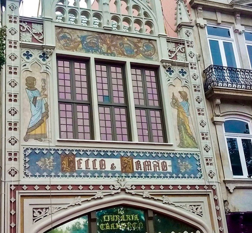 the facade of Livraria Lello with José Bielman paintings