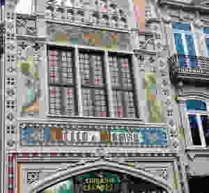 the facade of Livraria Lello with José Bielman paintings
