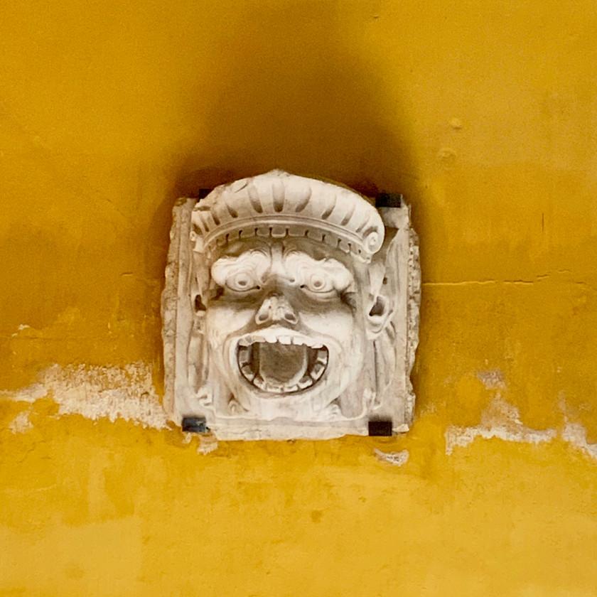 an angry little demon in the Casa de Pilatos