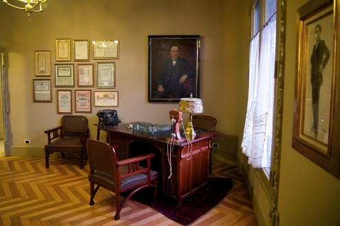 office on display in the apartment of La Pedrera