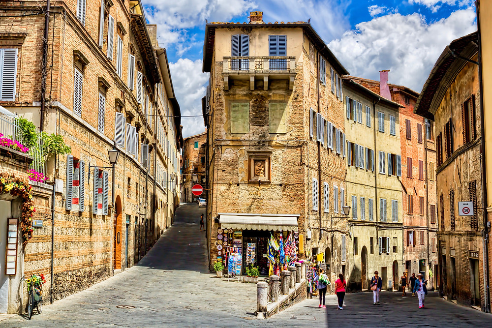 rustic homes in the historic center of Siena