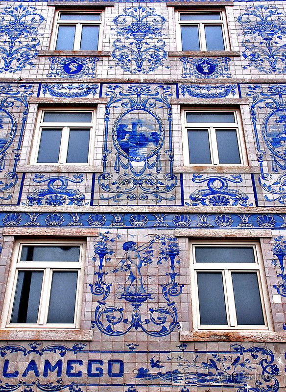 another facade of the Viúva Lamego Ceramics Factory