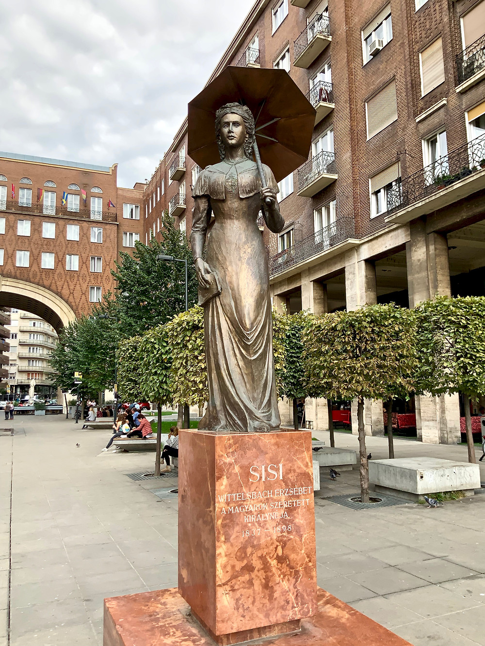 new sculpture of Empress Sisi, at the entrance of Erzsébetváros (District VII) in Madách Square