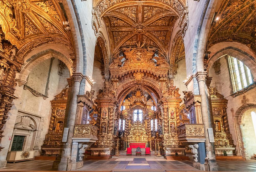 main altar of Igreja de Sao Francisco in Porto
