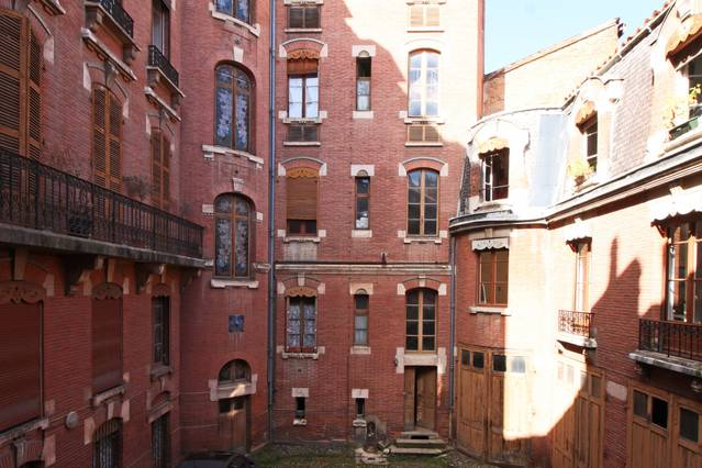the courtyard in our Air Bnb in Toulouse France