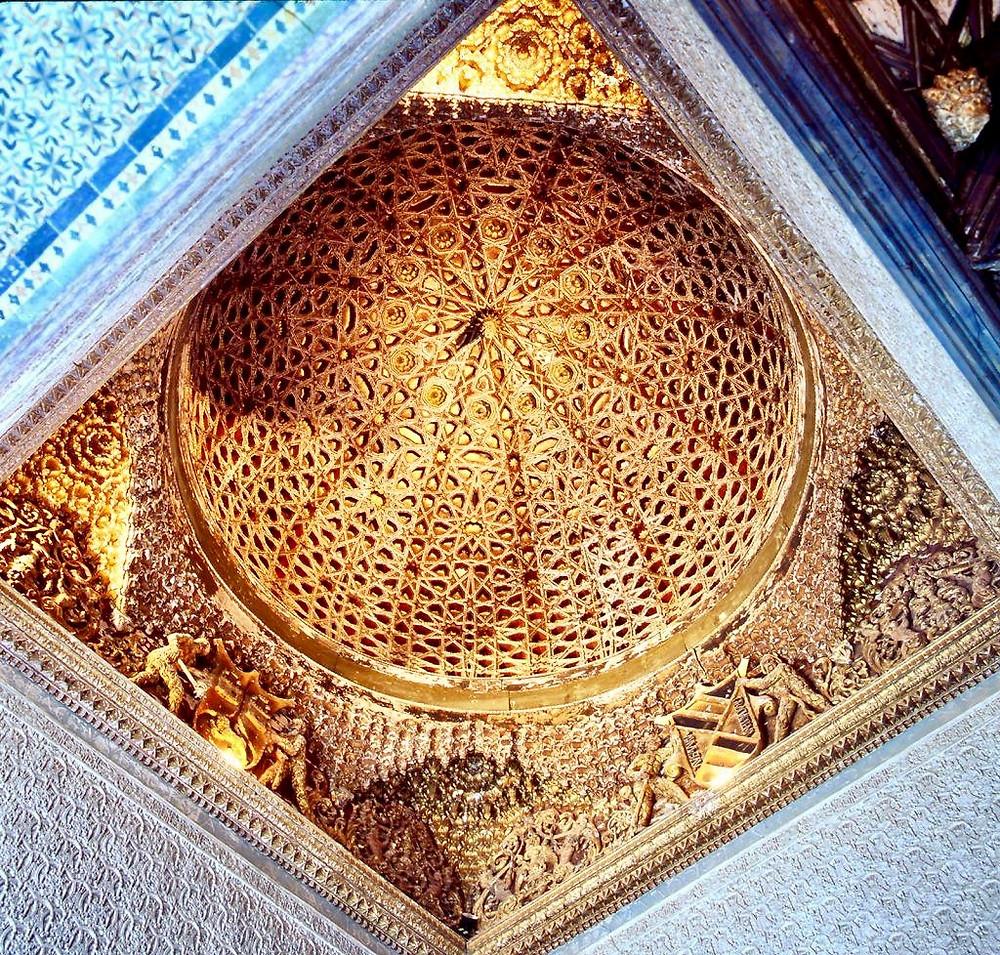 the honeycomb domed ceiling in the Casa de Pilatos