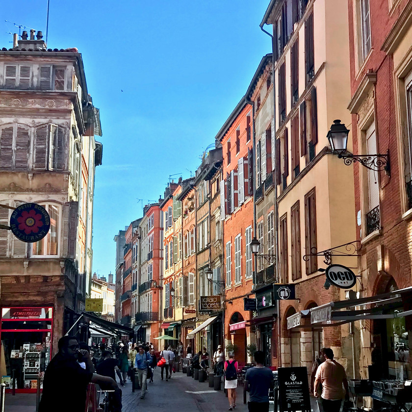 the pink and orange colors of Toulouse, La Ville Rose