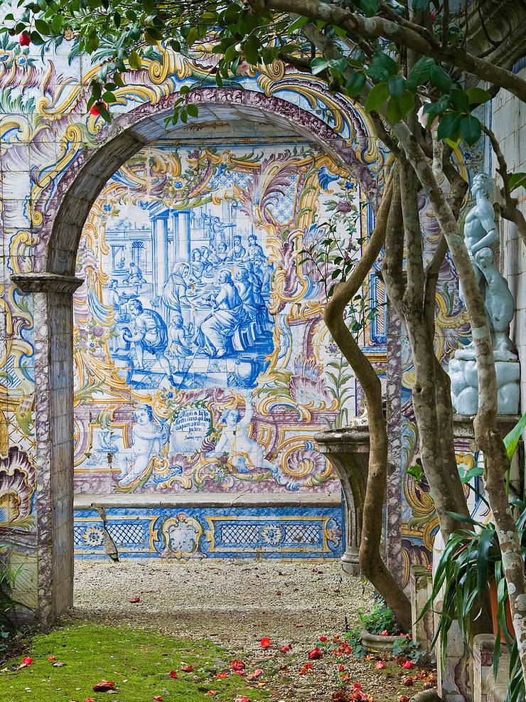 a swoonful azulejo mural in the Quinta dos Azulejos Garden