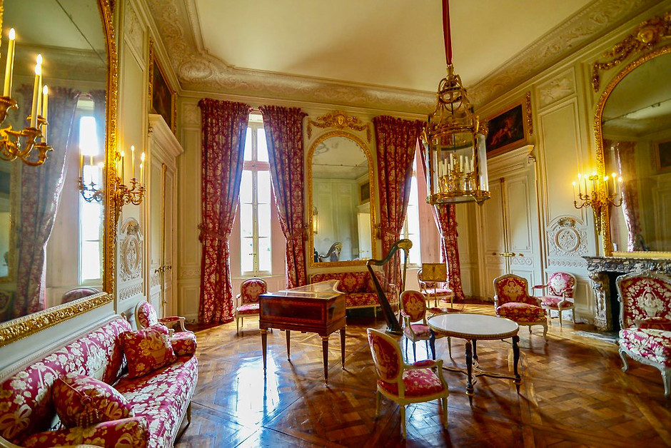 the music room with Marie Antoinette's harp in the Petit Trianon