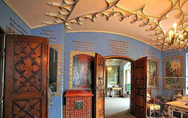 the Hall of the Swan Knight with impressive paintings and a beautiful ceiling