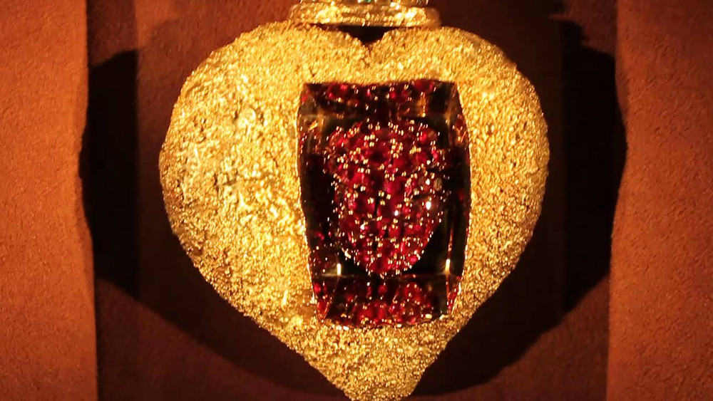 Salvador Dali, The Royal Heart, 1953 -- Crafted from pure gold and encrusted with an amazing 46 rubies, 42 diamonds, and two emeralds. It has a mechanism that makes the heart beat.