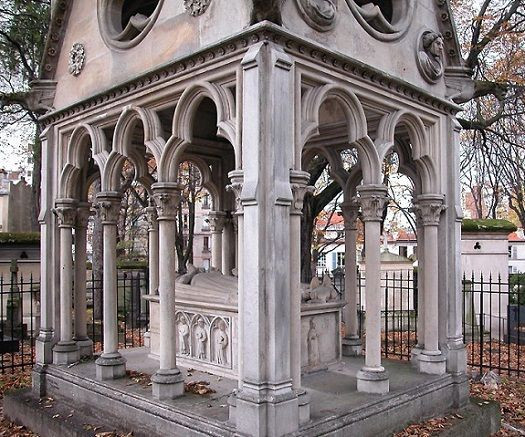 the grave of the star crossed lovers Abelard and Heloise