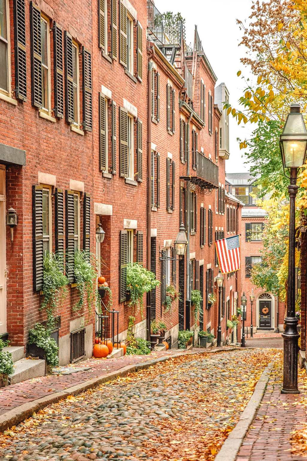 picturesque Acorn Street on Beacon Hill