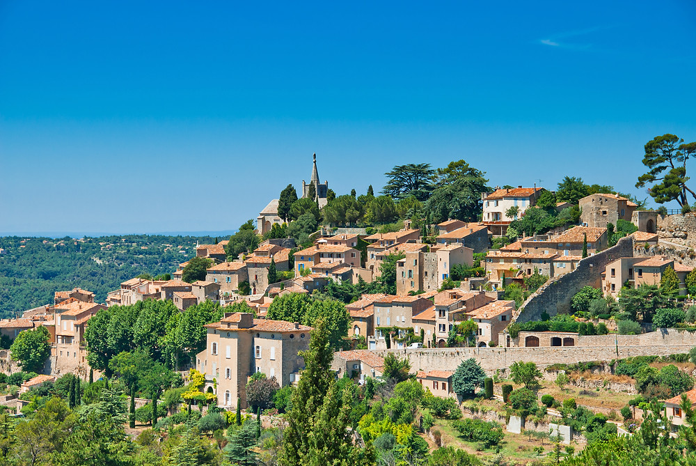 the hilltop village of Bonnieux in Provence