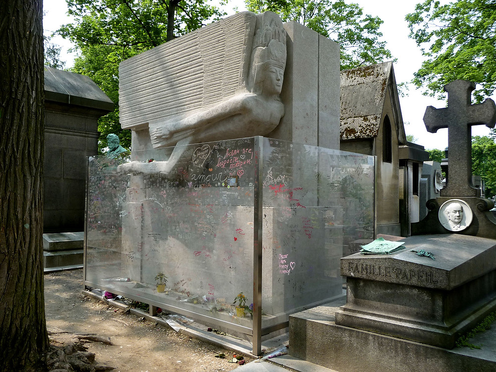 Oscar Wilde's grave  with the sculpture Modernist Angel