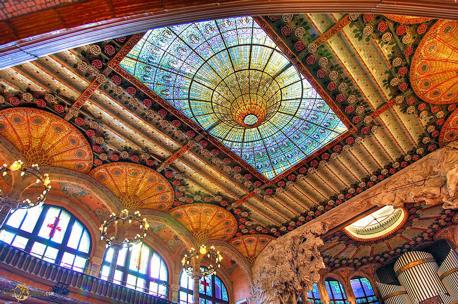 the breathtaking ceiling of Palau de la Musica