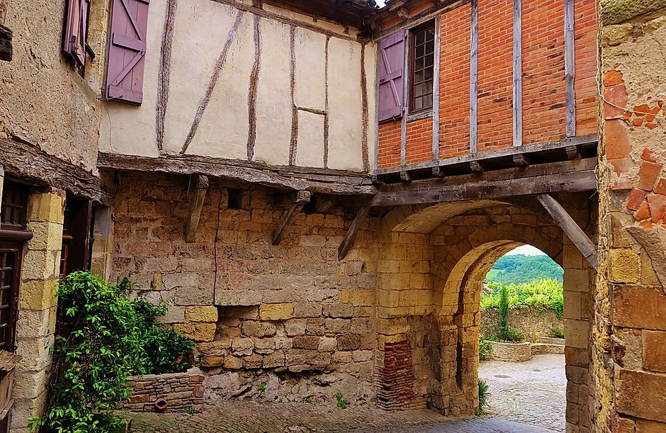 dreamy half timber with a nifty medieval arch in Cordes sur Ciel France
