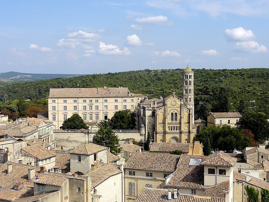 the beautiful villages of Uzes