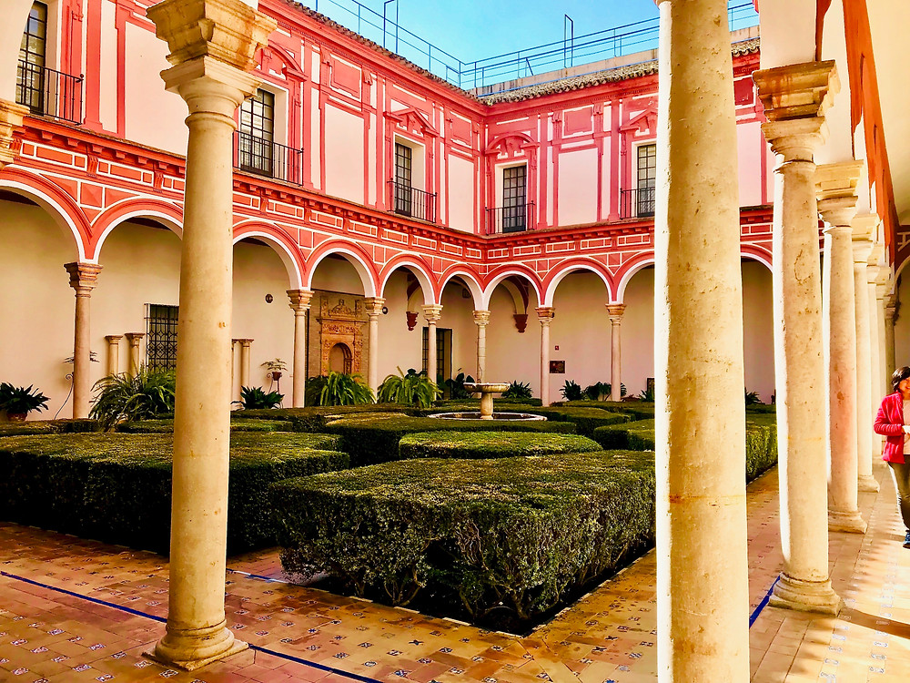 the first floor courtyard of Seville's Museo de Bellas Artes