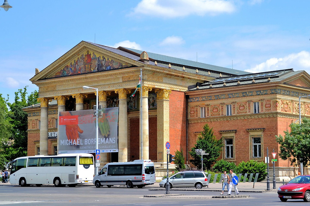 the Hall of Art near Heroes Square