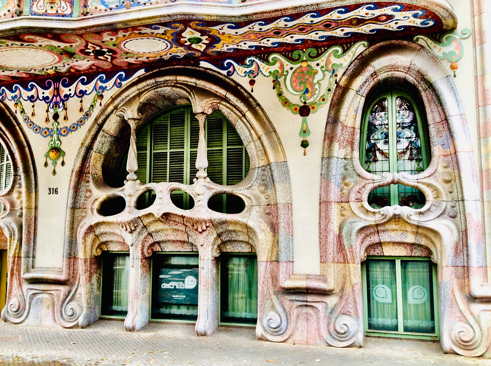 whimsical facade of Casa Comalat