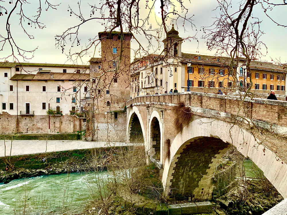 bridge linking Trastevere and Isola Tibernia
