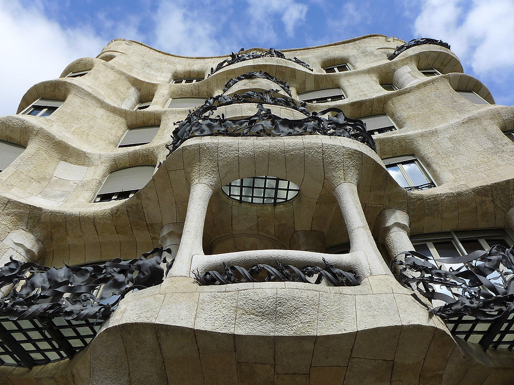 the curvy petrified wave facade of La Pedrera