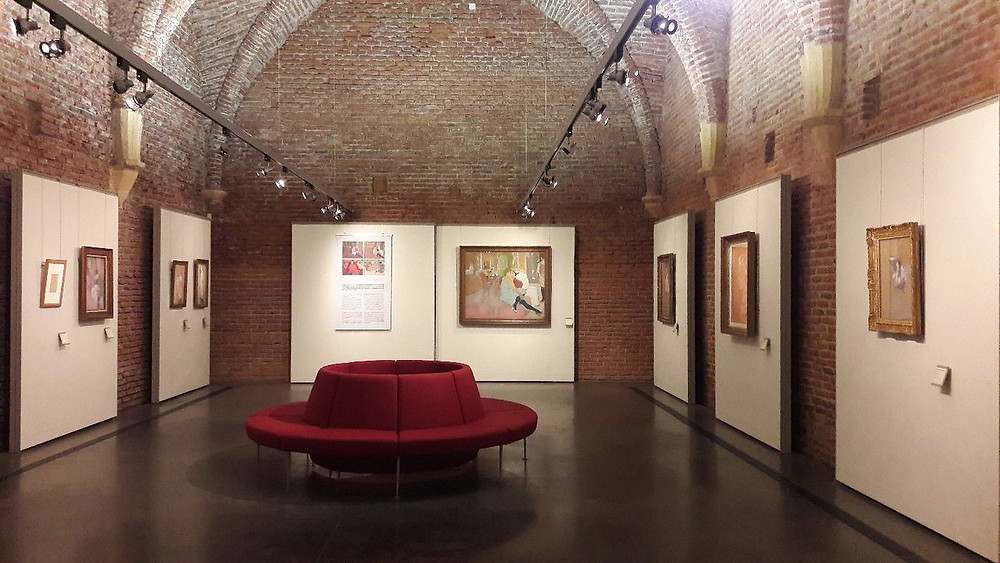 a gallery in theToulouse-Lautrec Museum, with brick vaulted ceilings