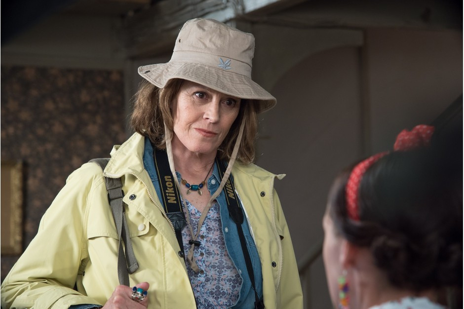 Sigourney Weaver starring on Doc Martin, playing a visit to the surgery