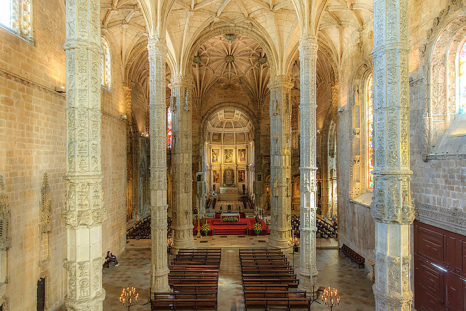 the nave of the Church of Santa Maria at Jerónimos Monastery, which you can access for free