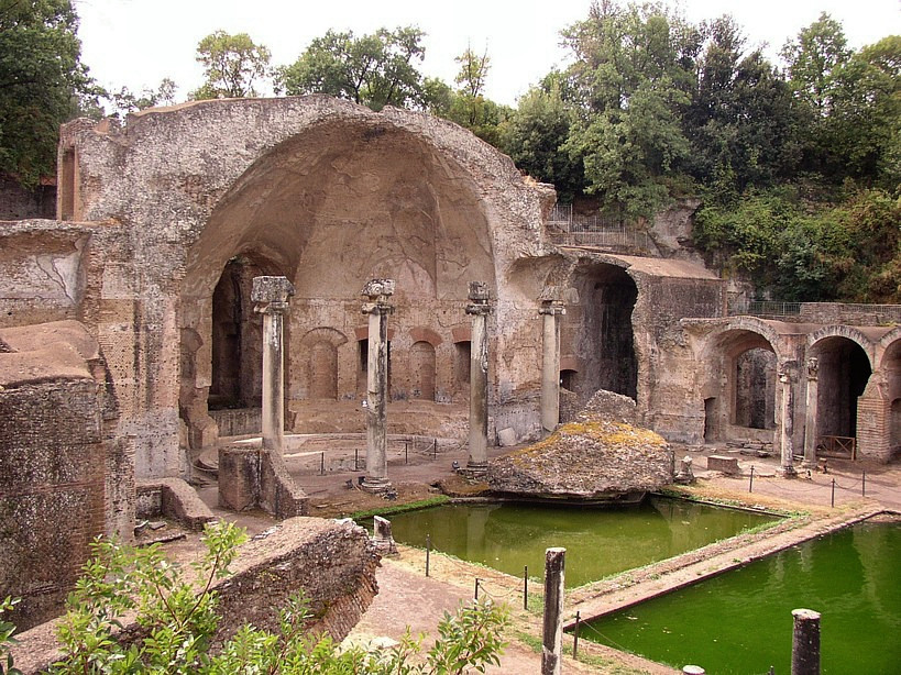 the semi circular Nymphaeum at the southern end of the Canopus