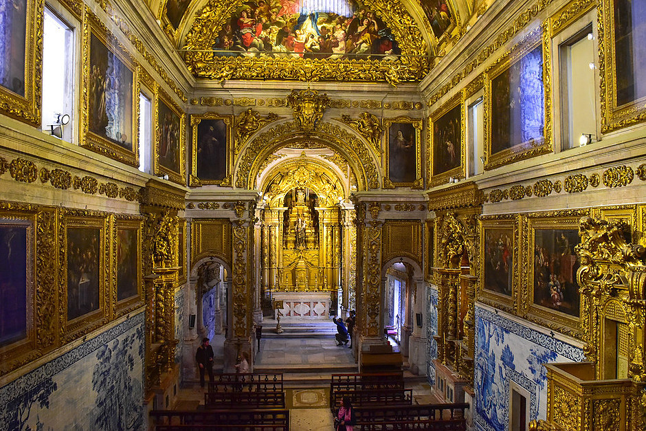 the gold smothered chapel of the Madre de Deus Church