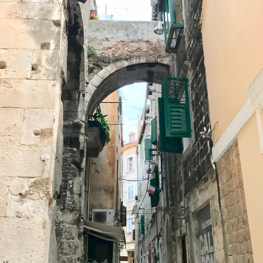 narrow streets of Diocletian's Palace