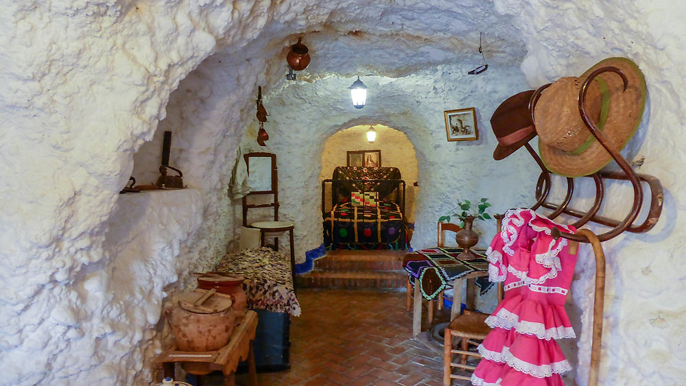 interior of a cave home in Sacramonte