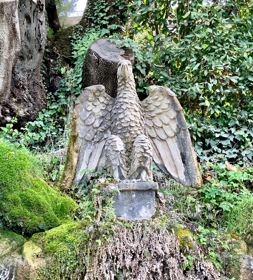 d'Este eagle on the Avenue of Hundred Fountains