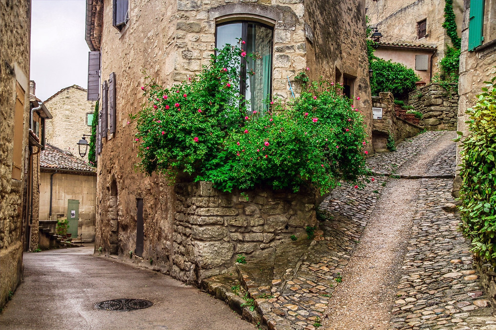 cobbled lanes in adorable Lacoste
