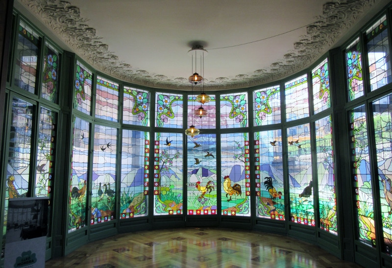 spectacular stained glass windows bu Antoni Rigalt