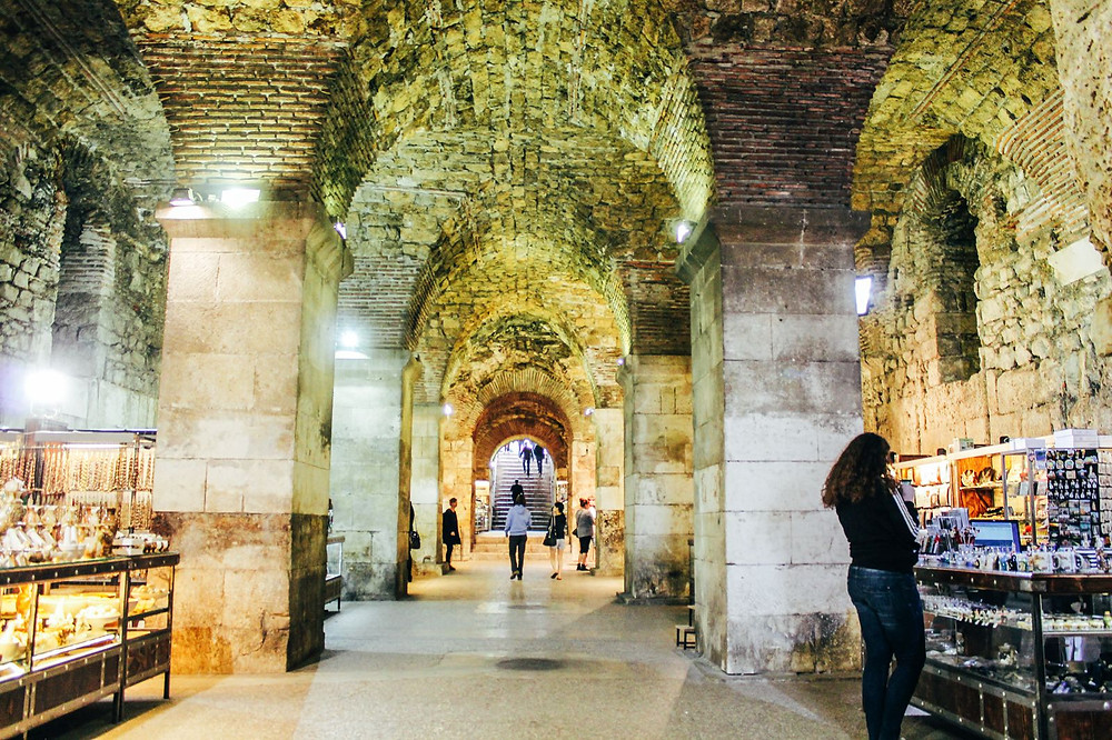 souvenir shops in the basement of Diocletian's Palace