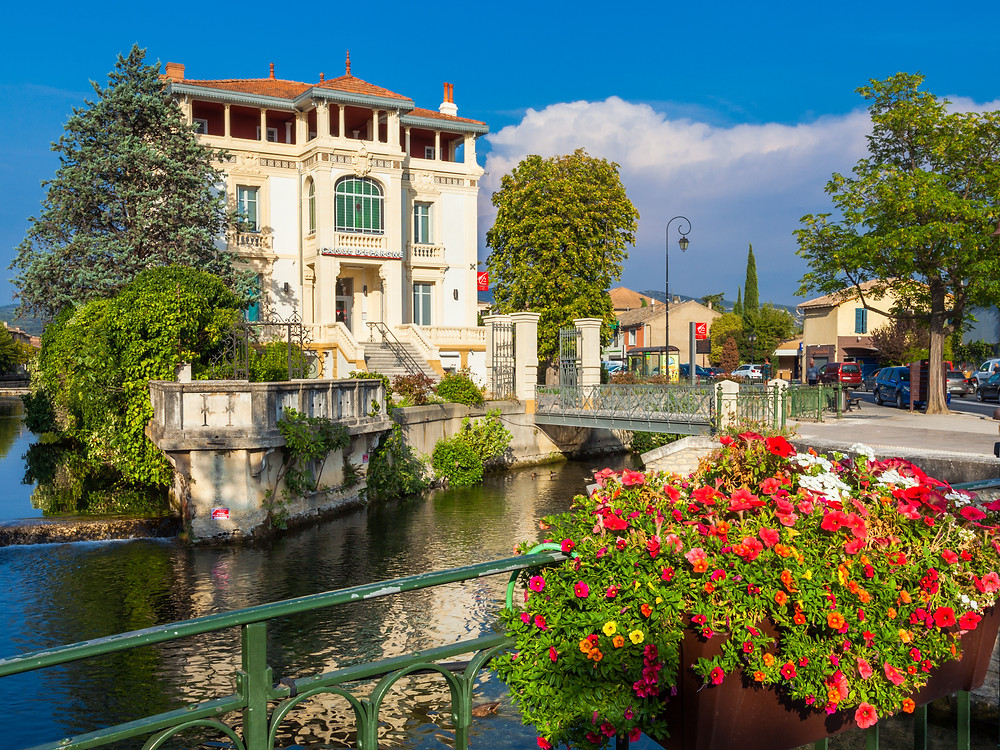 the town of L'Isle-sur-la-Sorgue in Provence