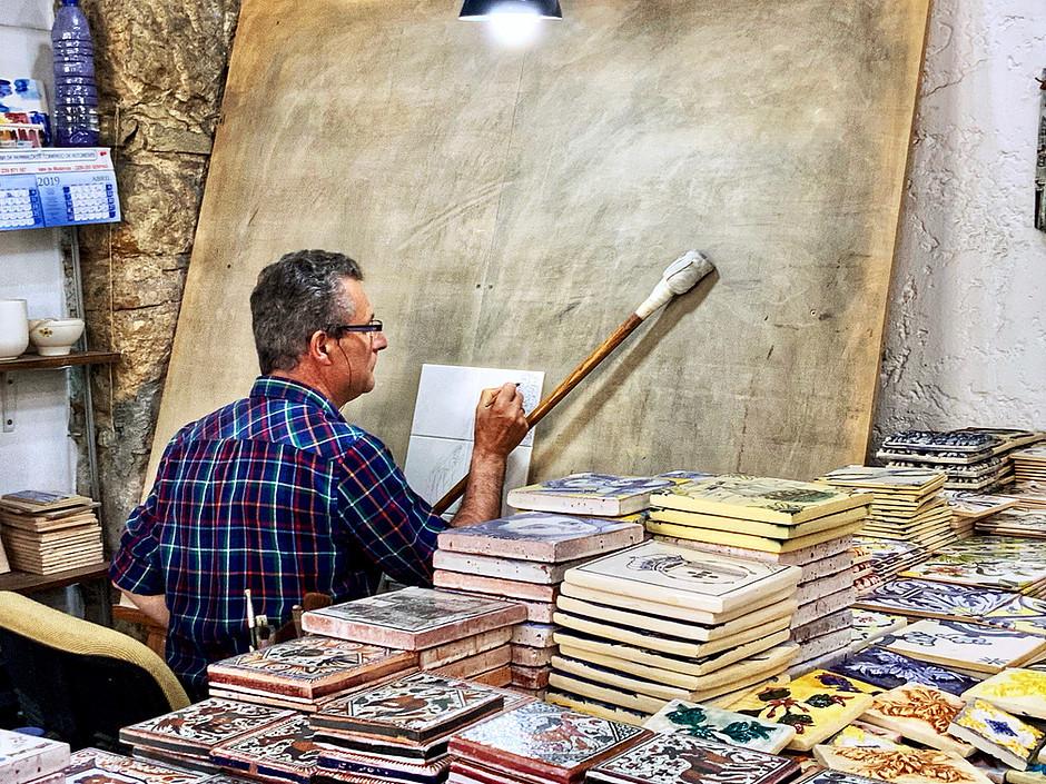the artist Carlos Thomas at work in his Coimbra studio