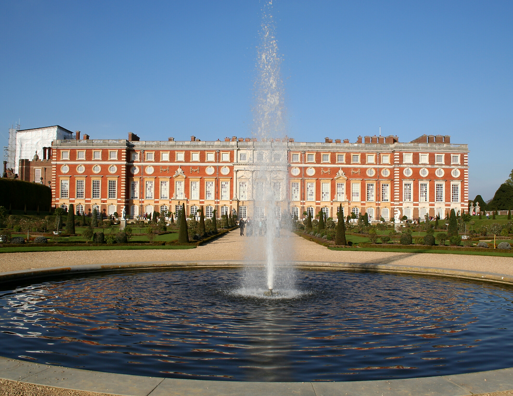 Hampton Court palace fountain