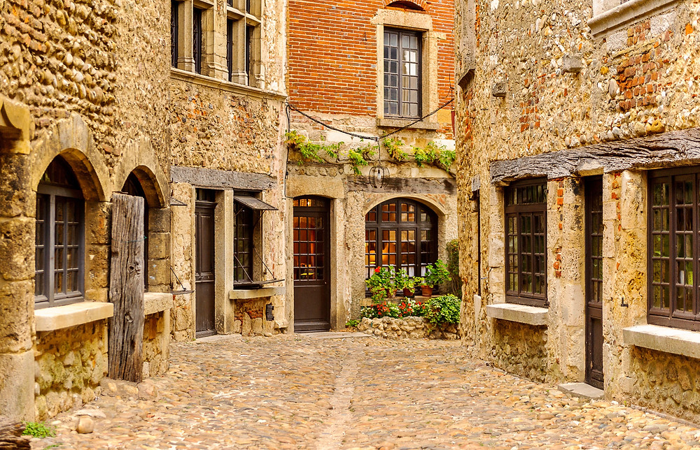 stony streets and homes in Perouges